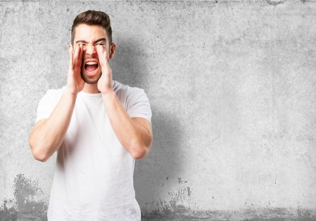 hombre-gritando-con-las-manos-en-la-cara_1187-2946.jpg